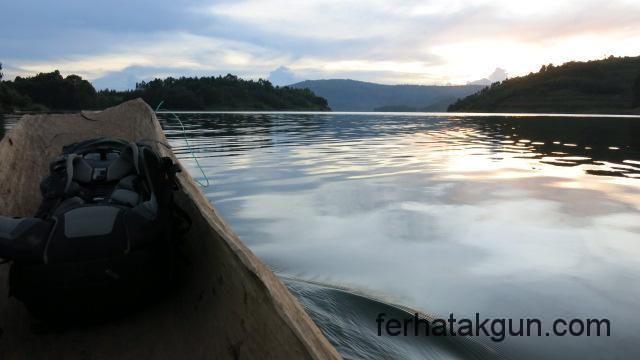 Mit dem Kanu zur Unterkunft