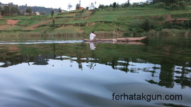 Kanu-Rennen auf dem Lake Bunyonyi