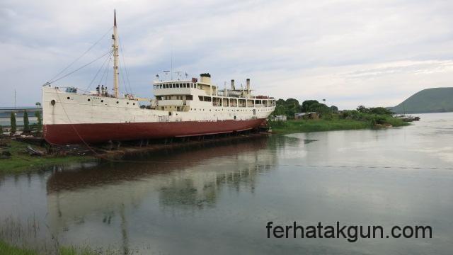 Die MV Liemba auf dem Trockendock