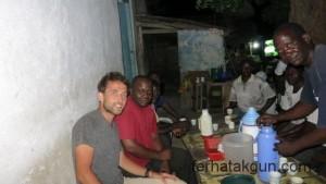 Kaffeepause am Markt mit Kibunda