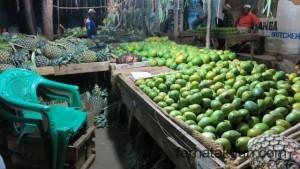 Mango und Ananas in Kilwa Masoko
