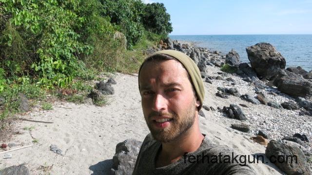 Sonnige Kueste des Lake Kinyasa
