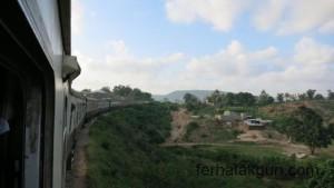 Fahrt im Zug quer durch Tansania
