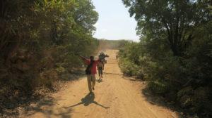 auf-dem-weg-nach-sambava-weiter-zu-fus-2