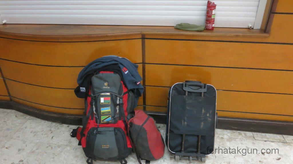 Ivato - Am Flughafen