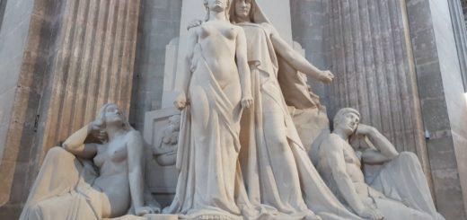 Pantheon sculptures