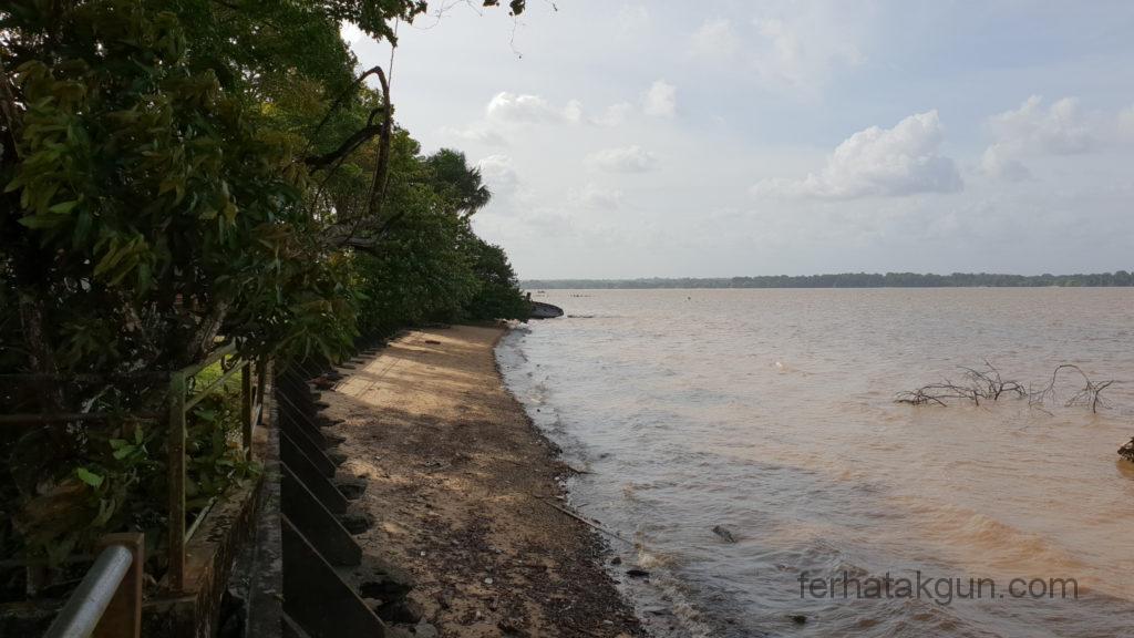 Ufer Fluss Maroni