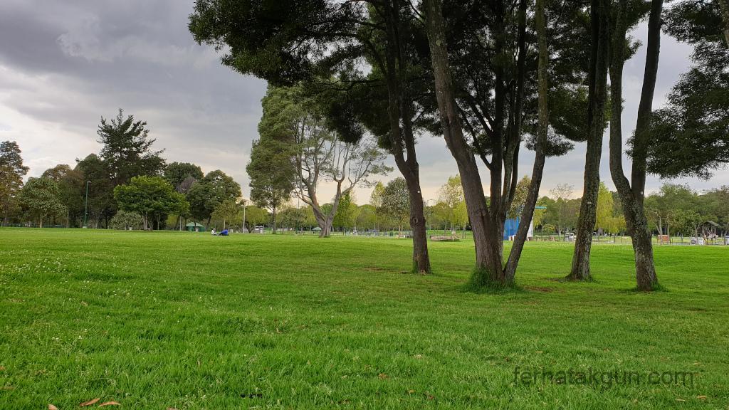 Bogota - Simon Bolivar Park - Wiese