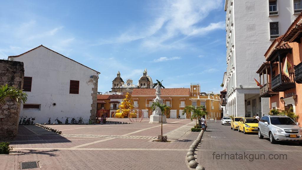 Cartagena - Historische Gebäude und Säulen in der Altstadt