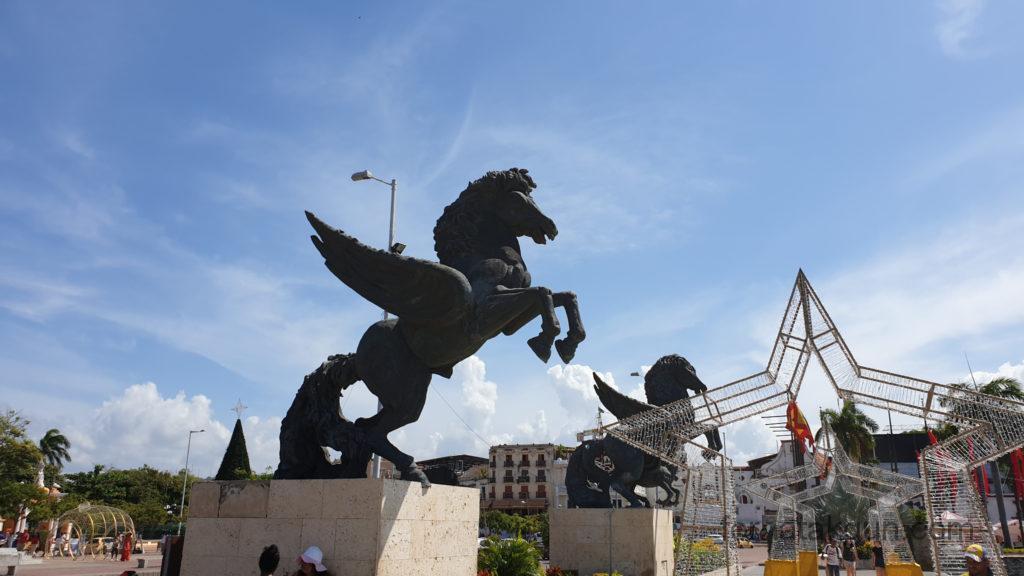 Cartagena - Statuen am Hafen