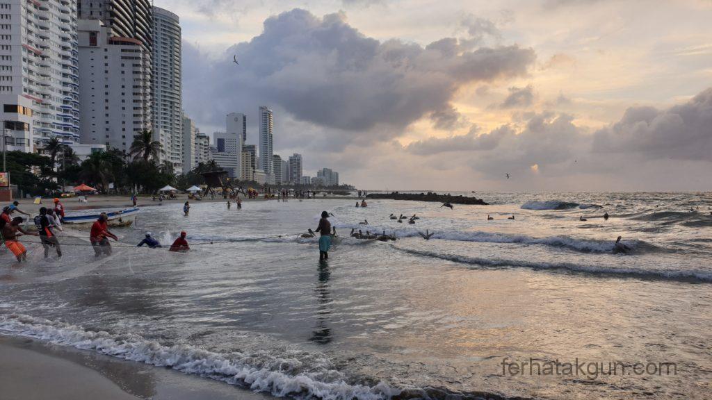 Cartagena - Fischer holen ihren Fang ein