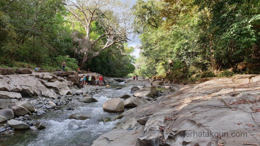 Los Cangilones De Gualaca - Felsen, Wasser und Bäume