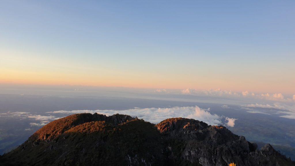 Volcán Barú - Sonnenaufgang über den Wolken