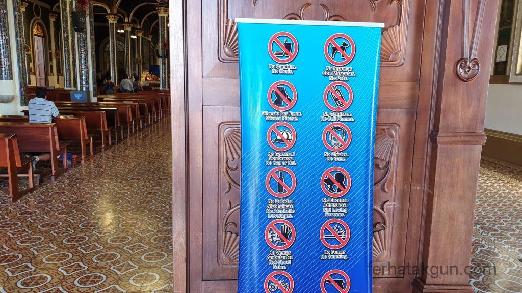 Cartago - Kirche mit Regeln - Küssen verboten