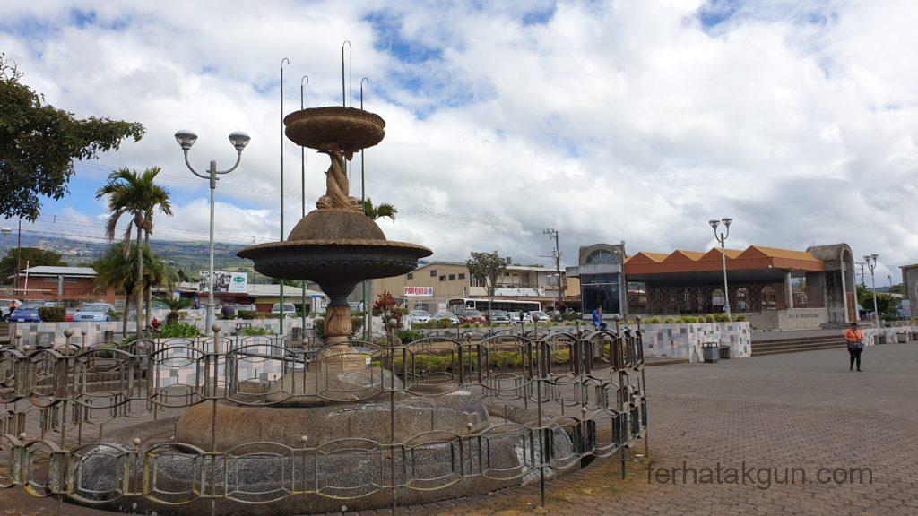 Cartago - Kirchplatz